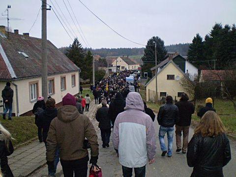 pohřební průvod v Kostelním Vydří 19.11.2011