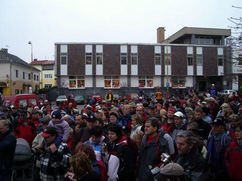 náměstí ve Světlé bylo 17.3.2007 zcela zaplněno turisty
