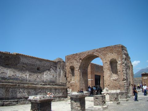 Tiberiův oblouk na fóru