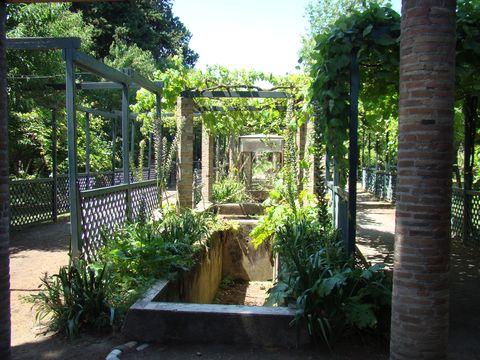 vodní kanál v Casa di Loreio Tiburtino