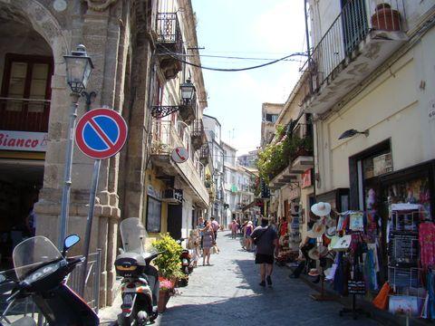 ulička v historické části města Pizzo