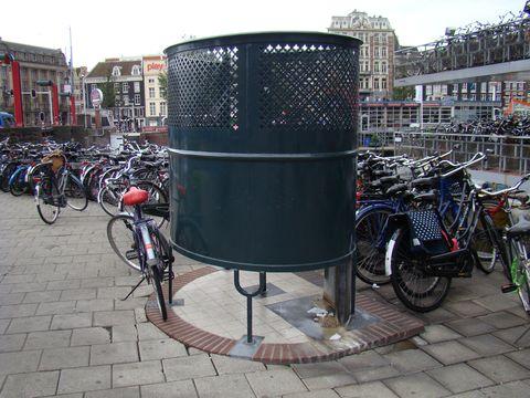 tohle úlevné zařízení na nejveřejnějsích místech je pro pány v Nizozemí bězným standardem