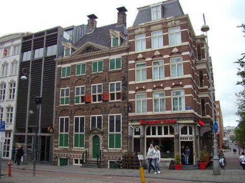 v domě se zelenými okenicemi bydlel v letech 1639-1658 Rembrandt