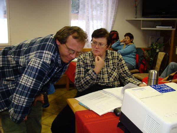 hospodářka Lída Březinová a předseda krajské komise značení Martin Pesler
