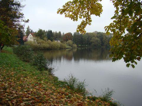 barevný podzim u novoměstských rybníků