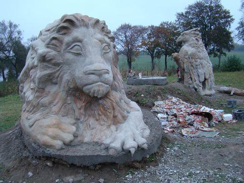 nové sochařské výtvory u Pilské nádrze