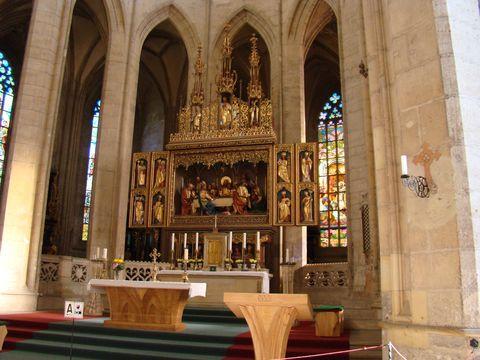 hlavní oltář, patronka sv. Barbora první vpravo nahoře
