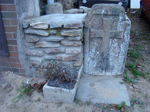 smírčí kámen ve Stonařově před domem č.32
