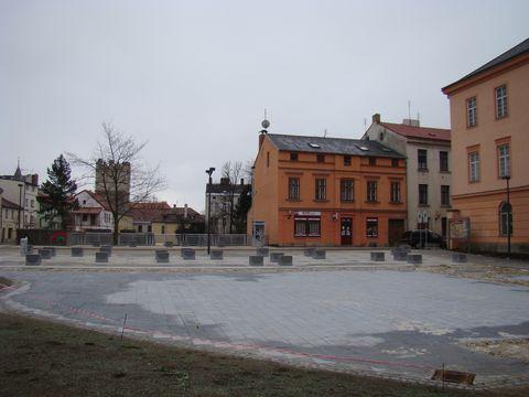 náměstíčko je v místech, kde dříve stávala synagoga