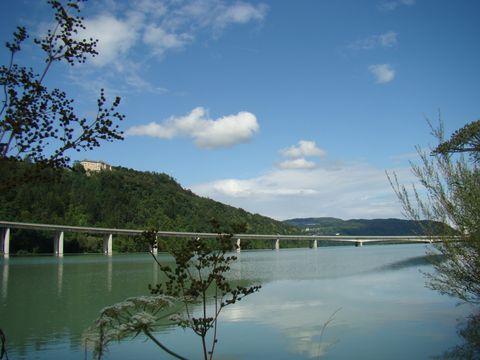 mohutná řeka Dráva