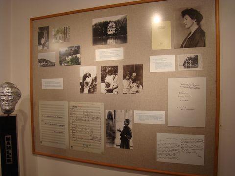 panel s dobovými fotografiemi