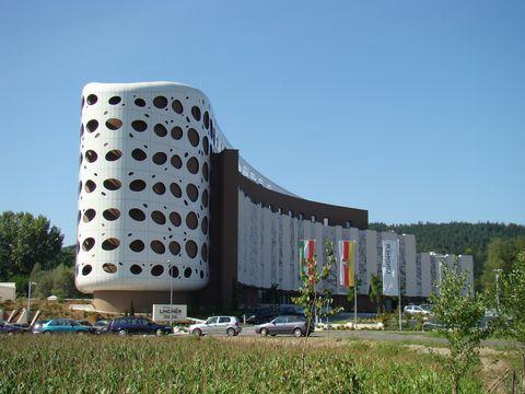 kukuřice u kongresového centra v Klagenfurtu