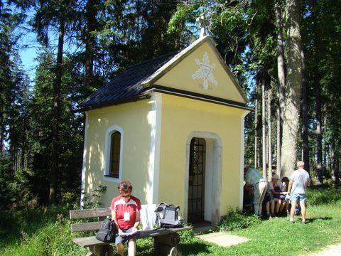 kaple sv. Trojice blízko vrcholu Aichelbergu