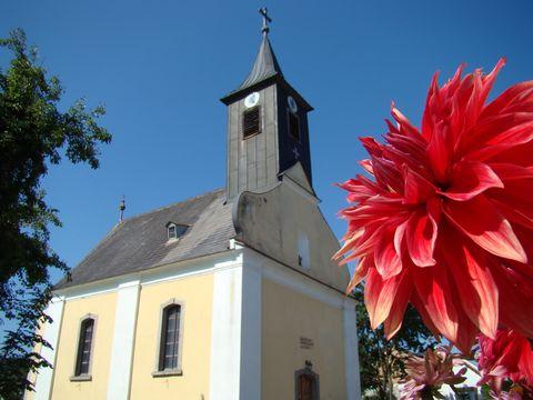 i malá vesnička má svoji kapli