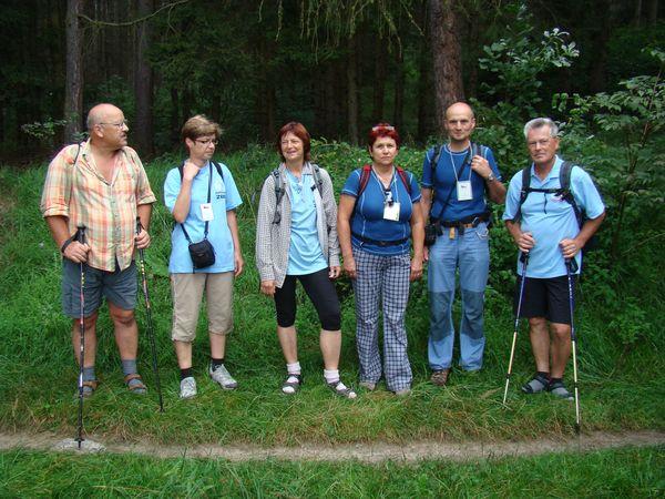 i v sobotu ráno je jihlavská skupinka připravená k pochodu Novohradskem