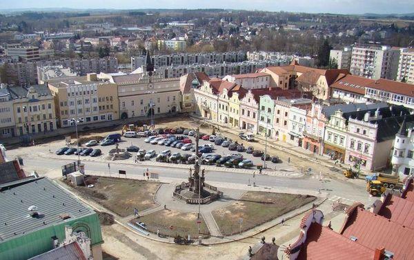 pohled z věze na náměstí