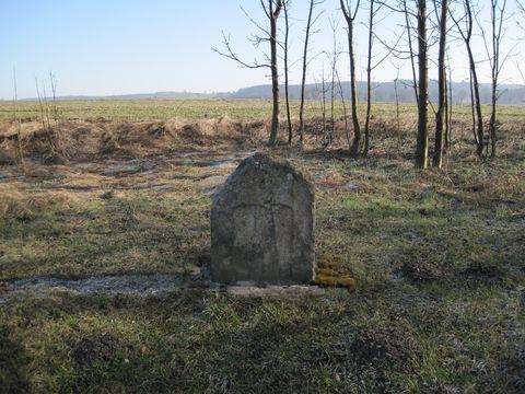 kámen na pravé staně silnice za Jihlavou směrem k Bílém Kameni