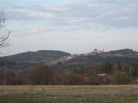 v dálce je hrad Lipnice
