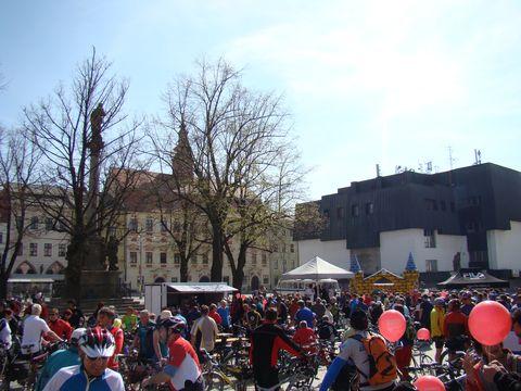 sraz cyklistů na jihlavském náměstí