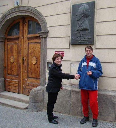 první turista přebírá odznak Gustav Mahler a Vysočina