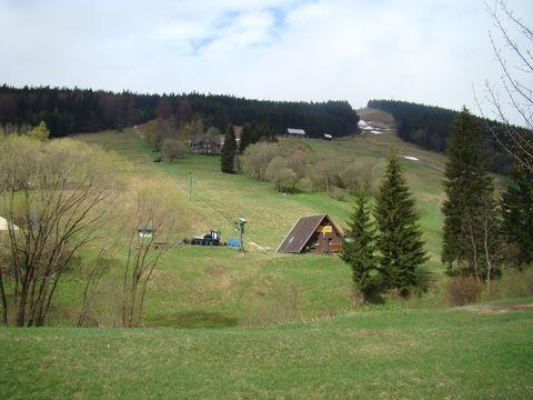 pohled z Rýzovistě na sjezdovku na Čertově hoře