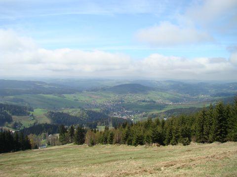 pohled z úbočí Lysé hory na Rokytnici