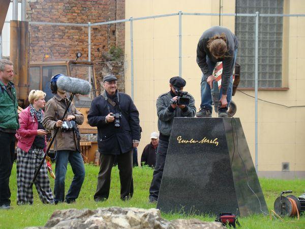 rezisér Stingl natáčí film o vzniku sochy GM