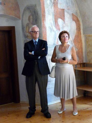 prof. de La Grange a paní Parthonaud v budově bývalého gymnázia, které navštěvoval GM