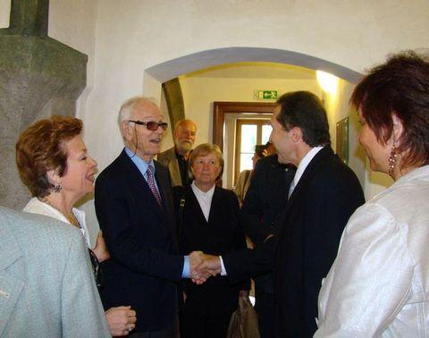 primátor města vítá profesora de La Grange