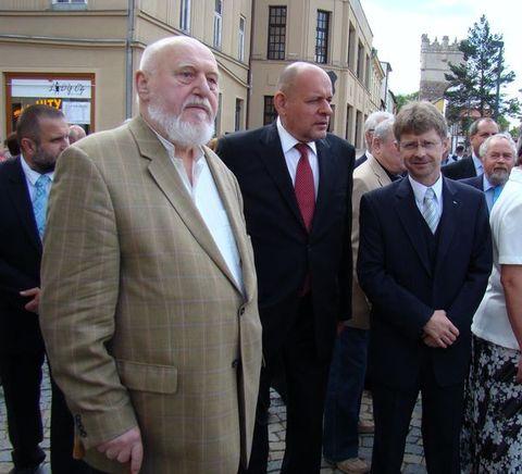 sochař Koblasa a dva senátoři z Vysočiny - Jehlička a Vystrčil