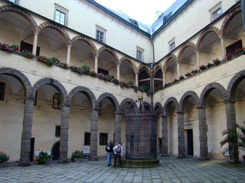 nádvoří zámku Bruntál