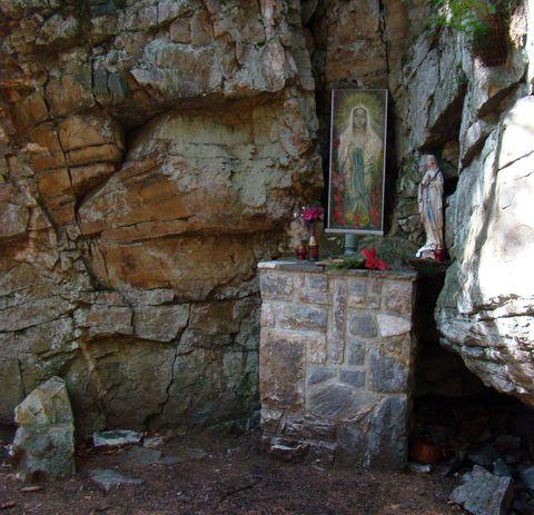 Lurdská jeskyně u Rejvízu