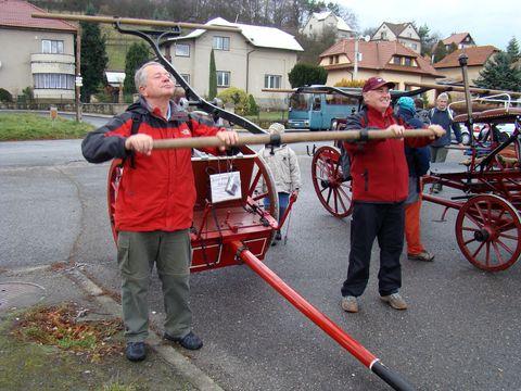 výstava hasičských stříkaček nadchla nejen děti