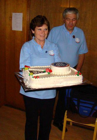 Věra Veselá s vlastnoručně vyrobeným dortem