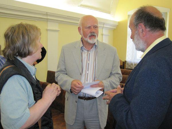 uprostřed starosta Umělecké besedy Lukás Matousek