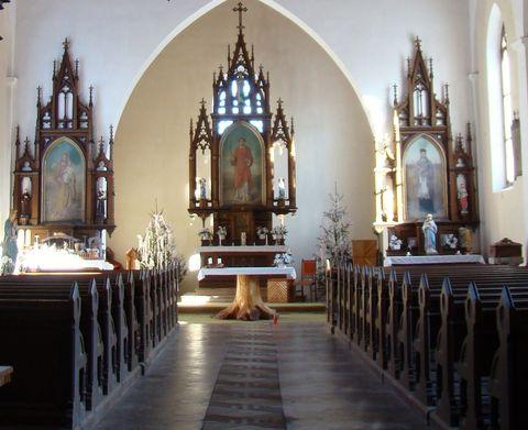 interiér kostela na Kvildě
