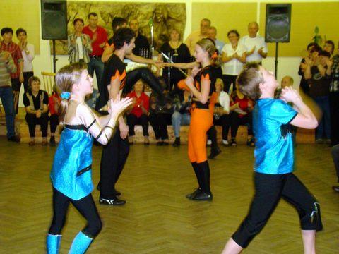 závěr vystoupení tanečníků clubu Elvis