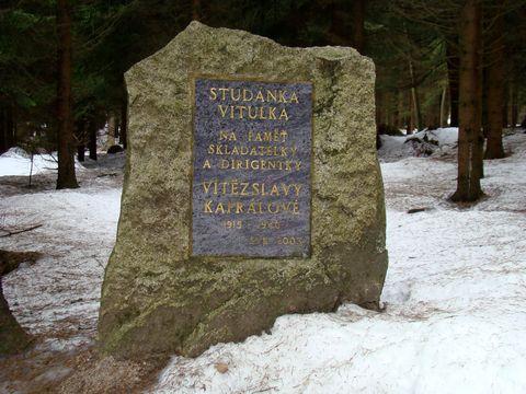 památník z roku 2003