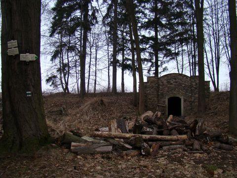 ústí bývalé hornické štoly v lázních Petrkov, bývala zde ledárna
