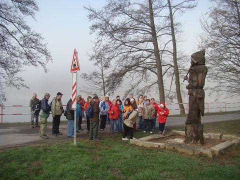 skupinka zvídavých turistů