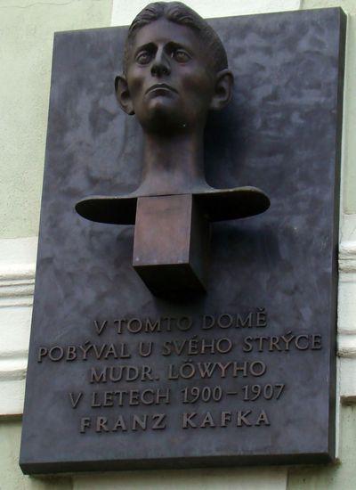 pamětní deska na domě, kde bydlíval Franz Kafka
