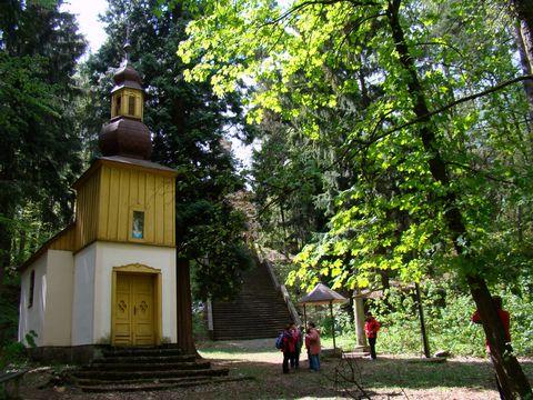 původní dřevěná kaple u studny