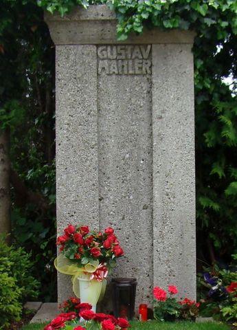 pomník vytvořený Josefem Hoffmannem