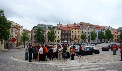 povídání na spodní části Masarykova náměstí