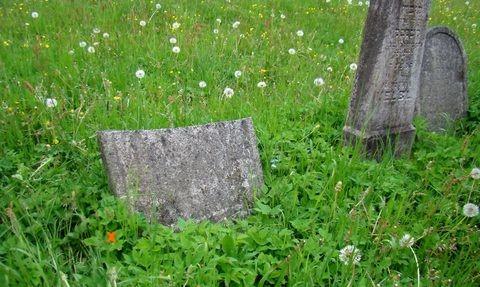 pomníček na hrobě sourozenců GM
