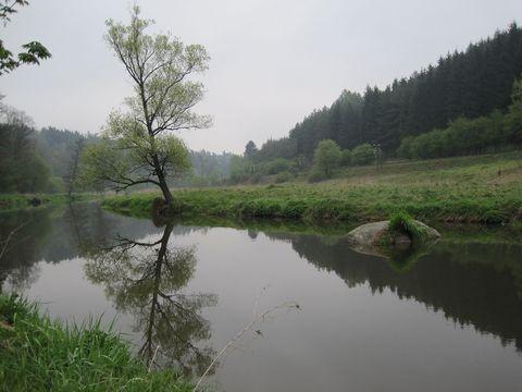 ráno 1. května u řeky