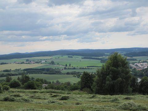 pohled zs Šibeničního vrchu k Javořické vrchovině