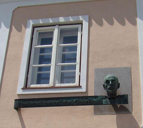 pamětní deska na rodném domku Otokara Březiny byla odhalena 15. 5. 1932