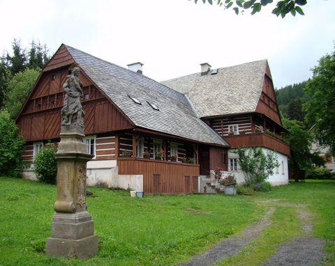 největší roubená stavba je z roku 1807, dnes je tu muzeum