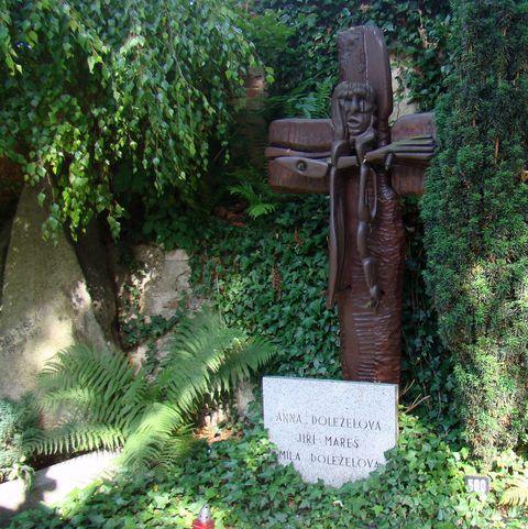hrob Míly Doleželové